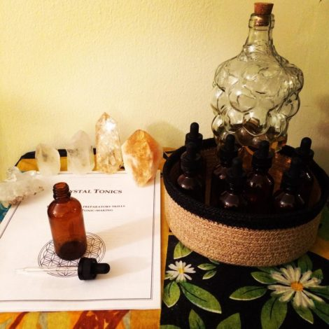 Crystals, jars and accessories for the preparation of crystal tonics