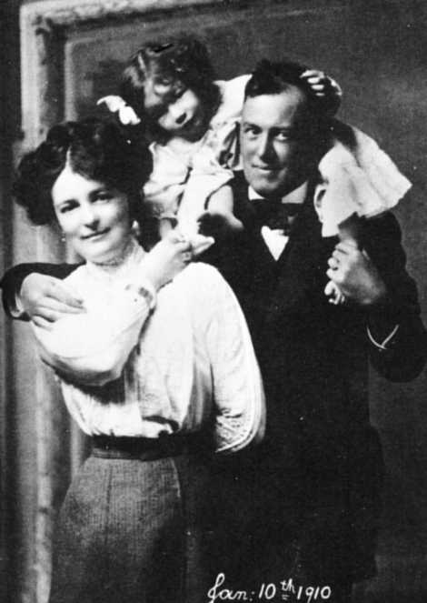 Family father: Aleister Crowley with Rose Edith Kelly and daughter Lola Zaza. If the dating is correct (1910), the photo was taken one year after the divorce (1909). Black and white photograph.