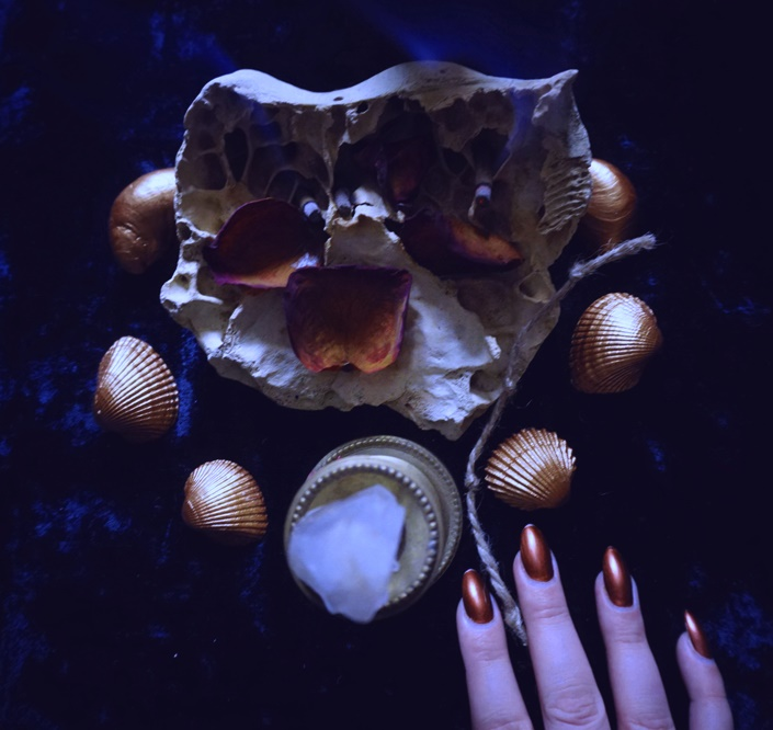 Knot magick: preparation of cord for release ritual. Witchcraft