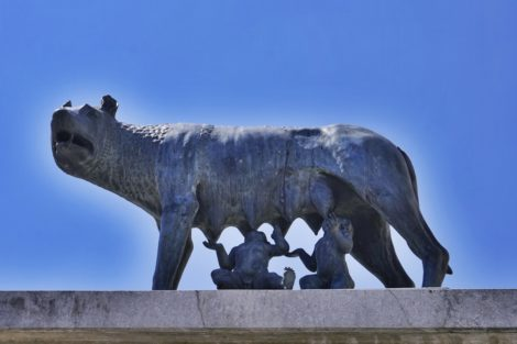 Statue / monument of the lupa / shewolf feeding the brothers Romulus and Remus, who became the founding fathers of the city of Rome.